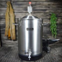 7.5 Gallon Anvil Bucket Fermentor